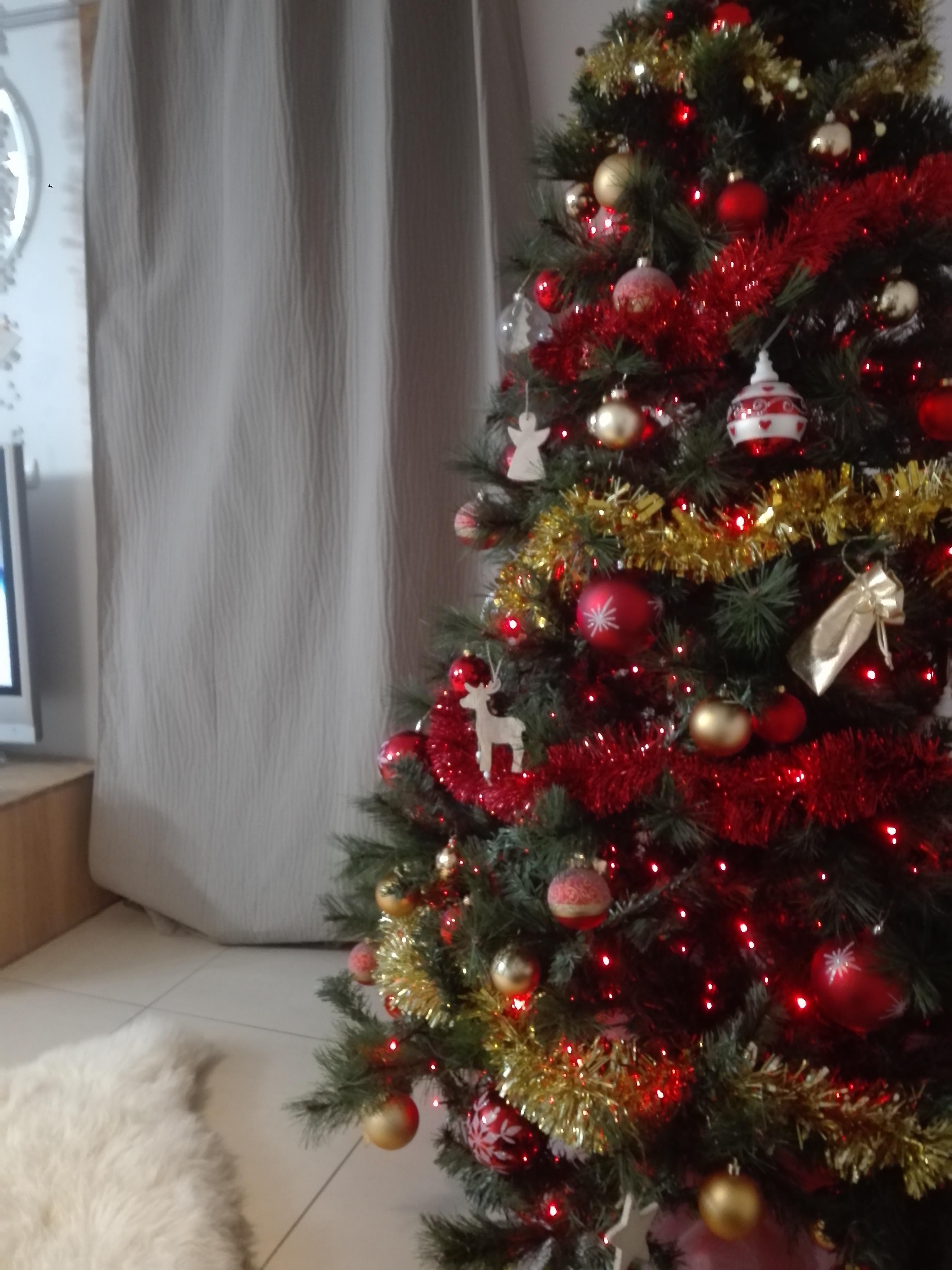 Sapin De Noel Decoration Traditionnelle dans quel ordre faut-il décorer son sapin de noël ? boules